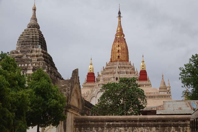 Bagan temple trip in Ananda pagoda