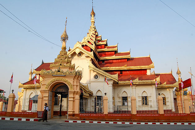 Maha Myat Muni Pagoda in Kyaing Tong