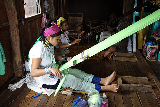 Meet the long neck women in Inle Lake in Myanmar itineraries 3 weeks
