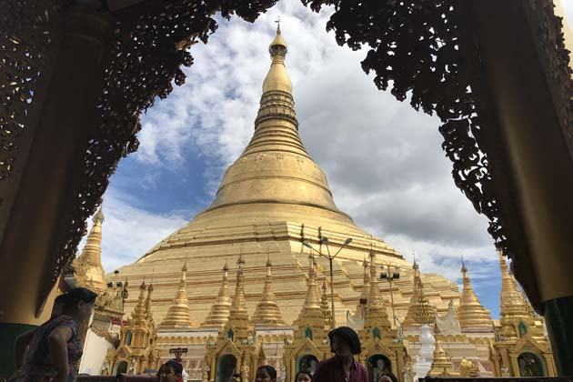 Myanmar tour 10 days to the Shwedagon Pagoda in Yangon