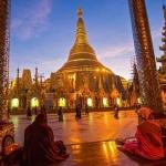 Sunset-time-in-Shwedagon-Pagoda