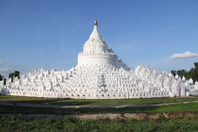 The white-washed Hsinbyume Temple in Mingun