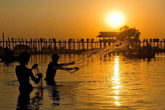 U bein bridge and the fishermen