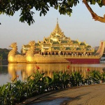 Karaweik-Hall-on-Kandawgyi-Lake-best-photo-stop-in-Yangon-tour-4-days