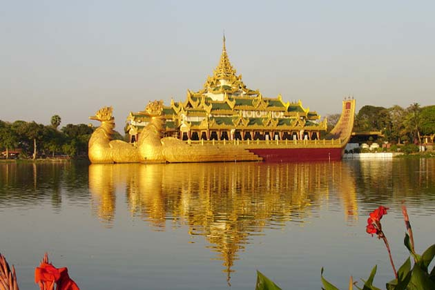 Karaweik Hall on the Kandawgyi Lake