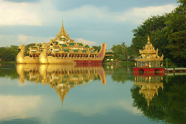 The Karaweik Hall in Kandawgyi Lake-Yangon Bagan tour