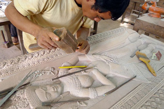 An artisan is doing his carving in Artisan D'angkor