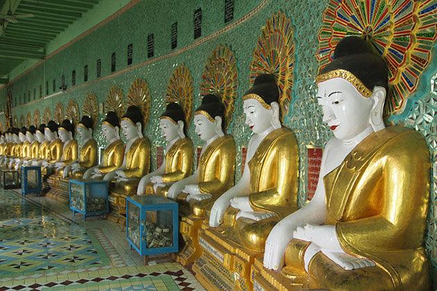 Buddha statues in U Min Thon Sae Pagoda