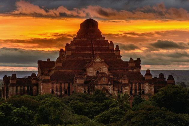 Dhammayan Gyi temple is the largest pagoda in Bagan