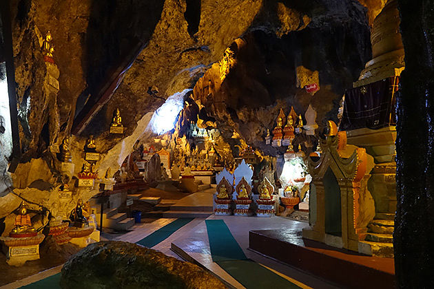 Golden Budhha images in Pindaya cave
