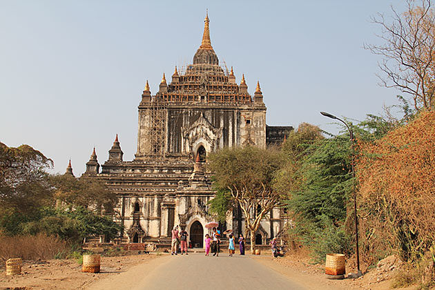 The mossy tiled Htilomino Temple