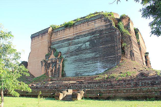 The ruin of the massive Mingun paya