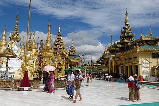 Tourist in Shwedagon Pagoda