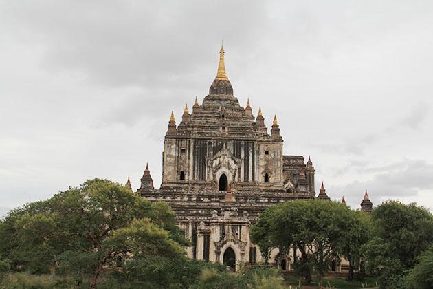 Visit Thatbyinnyu Temple in Myanmar tour 17 days