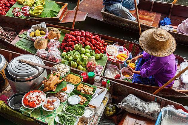 Visit floating market bangkok in Myanmar Thailand tour