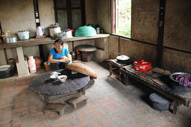 Visit the kitchen in the house of the Burmese people in Bagan village