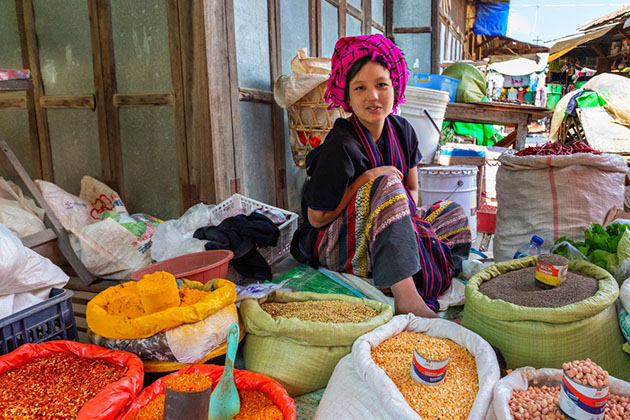 a pao woman at the market