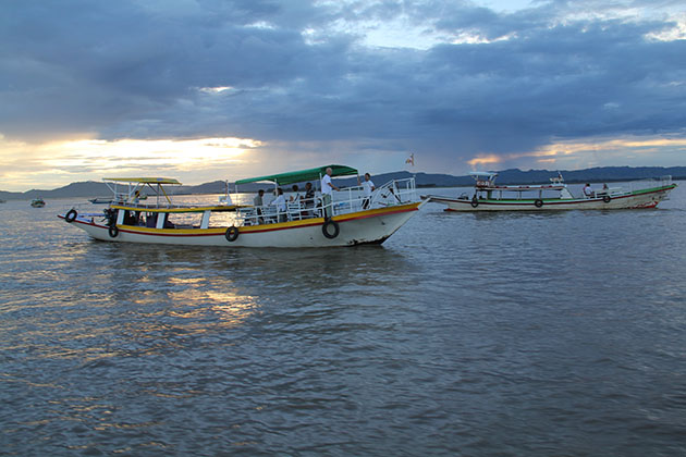 enjoy the peaceful sunset on Irrawaddy river