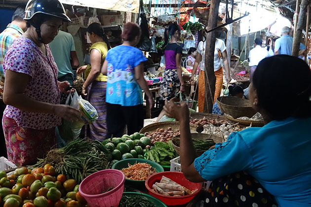 explore the Markets to Gain Authentic Local Experience in Myanmar Thailand tour package