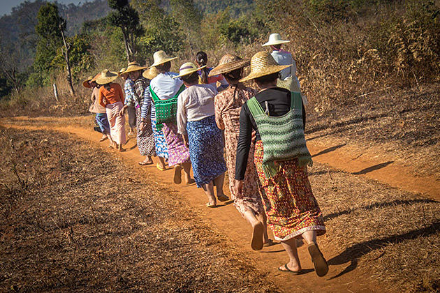 meet the local tribe in the trekking rout in Hsipaw