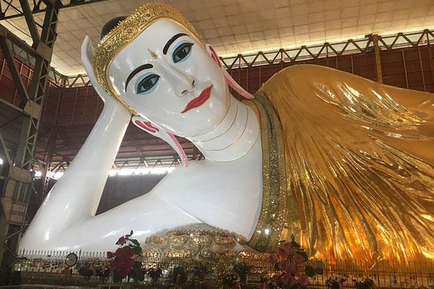 reclining Chauk htat gyi Buddha image