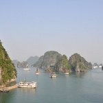 the beautiful scenery on Halong Bay