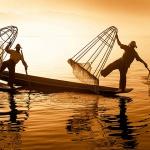the iconic leg rowing fishermen in Inle Lake