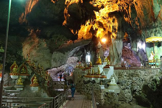 the imrpressive pindaya cave