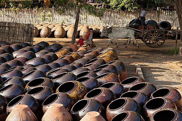the pottery village in Kyauk Myaung