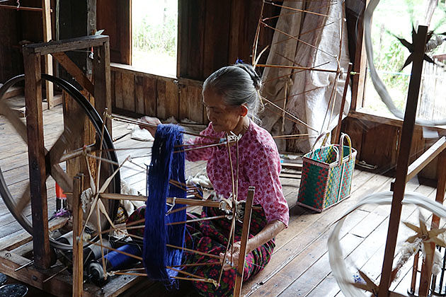 weaving village in Inle lake
