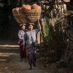women caring pottery on the head in Yandabo village