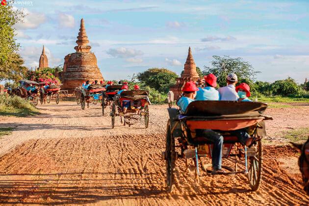 Bagan horse carriage-favorite means of transportation in Bagan trips