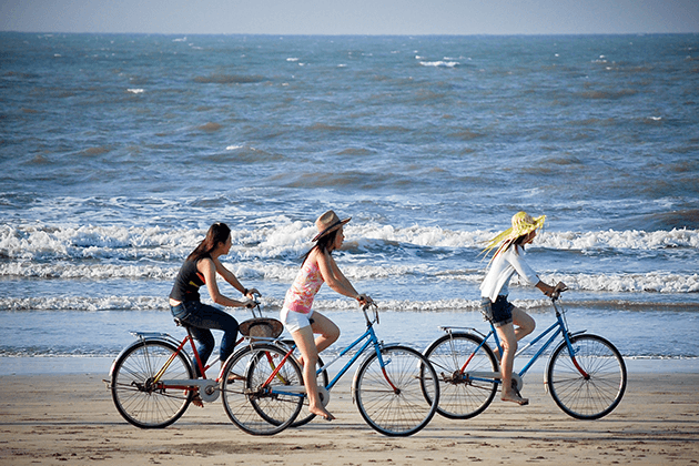 Cycling-in Myanmar-beach-holiday
