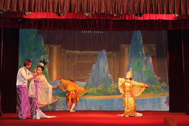 Discover Yangon culture in Yangon Tour Package