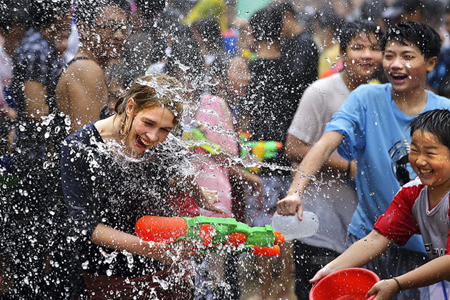 Foreign-tourists-in-Myanmar-Thingyan-Water-Festival-in-Yangon
