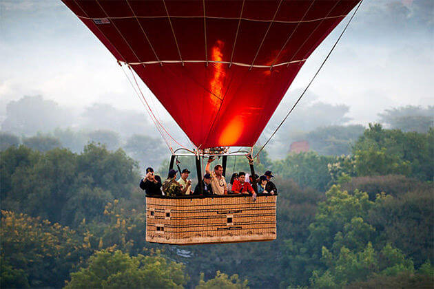 Hot-air-balloon-ride-highlight of Myanmar-luxury-tour-packages