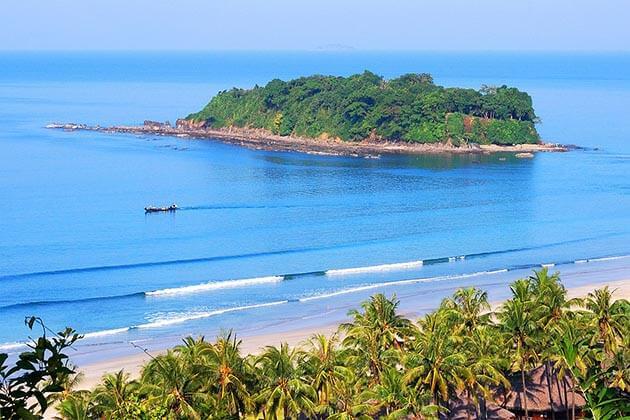 Ngwe-Saung-Beach-an amazing beach for a Myanmar beach tour