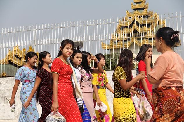Yangon people- Yangon sightseeing tours