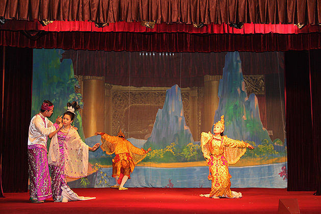 enjoy authentic Burmese dance-in-karaweik-Hall-Burma-luxury-tour