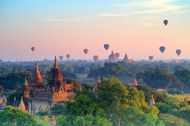 hot air balloon in Bagan - the highlight of Myanmar tour