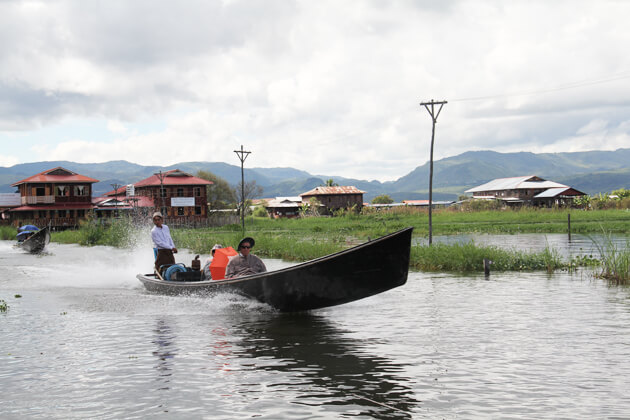 long tail boat-main-inle-lake-transportation-for an inle-lake-trip