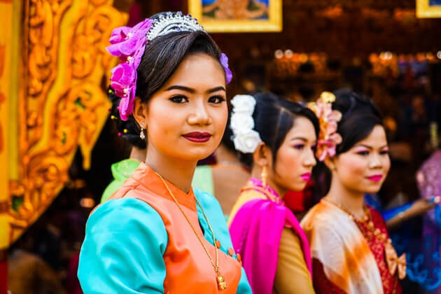 mandalay-people are friendly and hospitable to meet tourist from mandalay-tours
