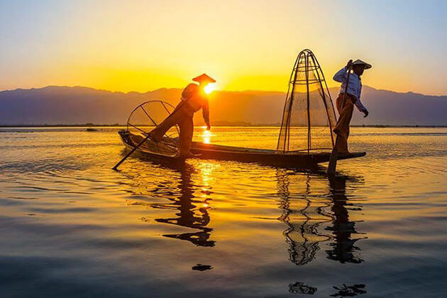 meet the Intha fishermen in Inle Lake tours