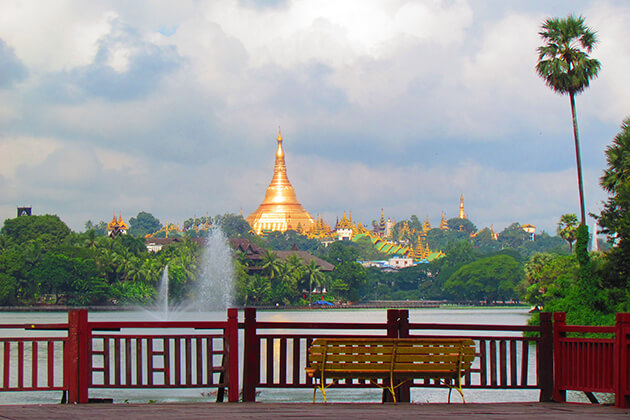 relax in Kandawgyi park - good thing to do in yangon