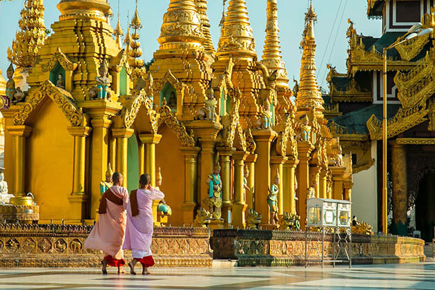 shwedagon pagoda-best place to see in Yangon