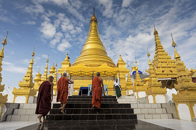 monks walking in kuthodaw pagoda