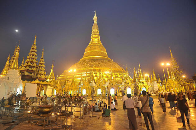 shwedagon pagoda-starting point of Myanmar itinerary 10 days