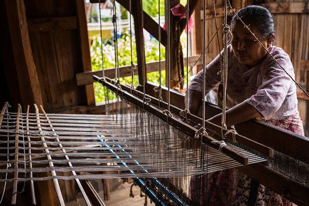 weaving workshop in inpawkon village