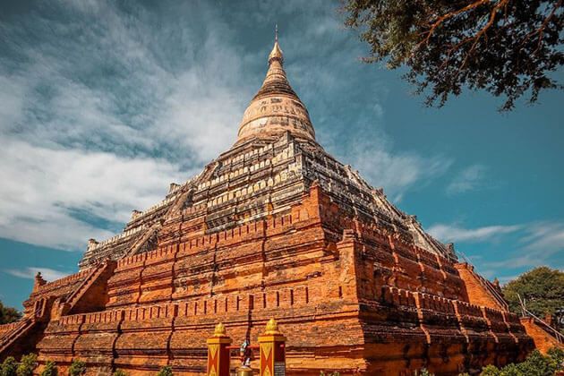 Shwesandaw Temple is one of the tallest temples in Bagan