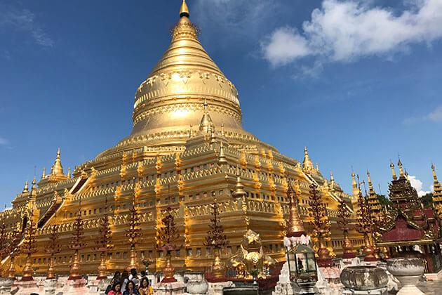 the glittering golden stupa of Shwezigon temple